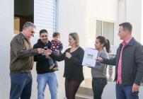 noticia Fumhab entrega casa para família no Vassoural em Louveira.
