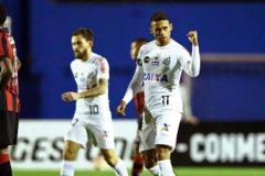 noticia Santos vence e continua invicto na competição