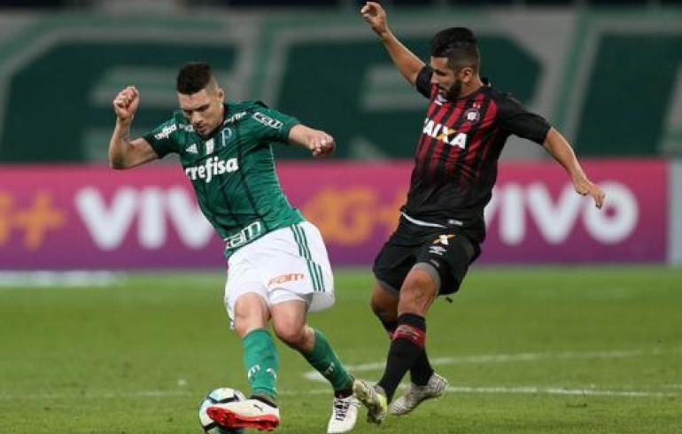 noticia Palmeiras joga mal e perde para o Atlético-Pr em casa