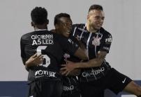 noticia Corinthians vence e dispara na liderança