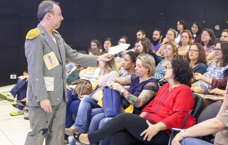 """noticia Educadores de Louveira participam de oficina do Programa """"Ler é uma Viagem"""""""