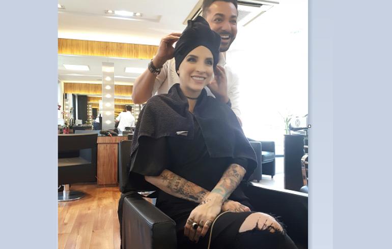 noticia Grávida de 4 meses, ex BBB Clara Aguilar recorre a hair stylist Nandho Brandão para mudar o visual