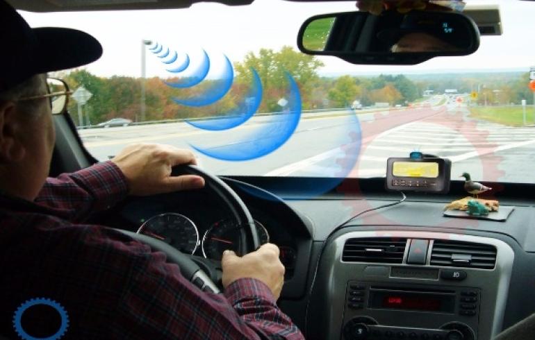 noticia Nova tecnologia brasileira permitirá que motoristas e motociclistas enviem e recebam informações entre si e agentes de trânsito