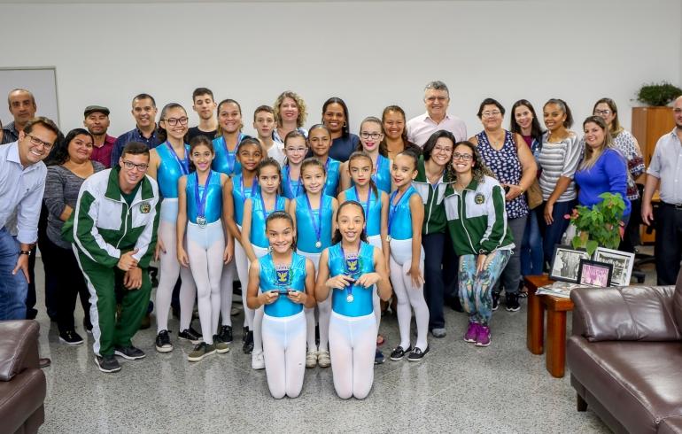 noticia Prefeito Junior Finamore recebe medalhistas da Ginastica Artística no gabinete