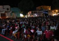 noticia A Praça Frei Gaspar em Poté Minas Gerais se tornou o maior cinema ao ar livre.
