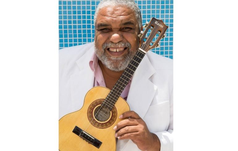 noticia Em Alagoas Sesc das Artes apresenta Gustavo Gomes e Bando de Samba no Teatro Jofre Soares