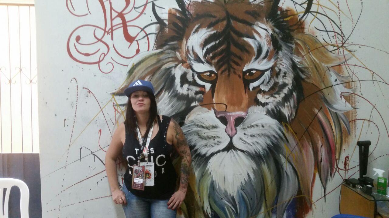 noticia Artista plástica, desenhista, tatuadora e ativista da causa animal é a mais nova moradora de Poté Minas Gerais