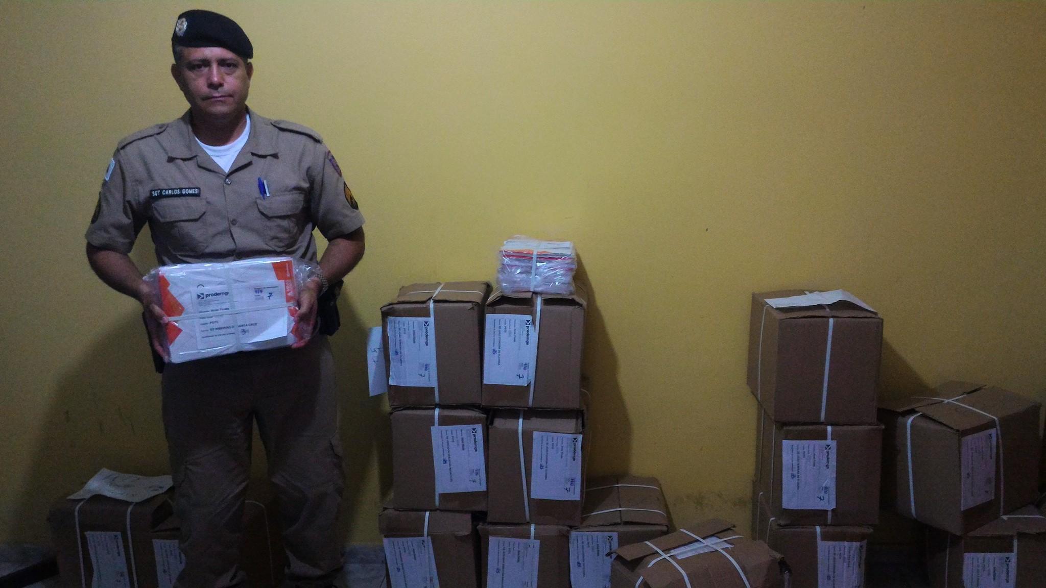 noticia Polícia Militar de Poté - MG distribui Kit Educação na Rede Estadual de Ensino.