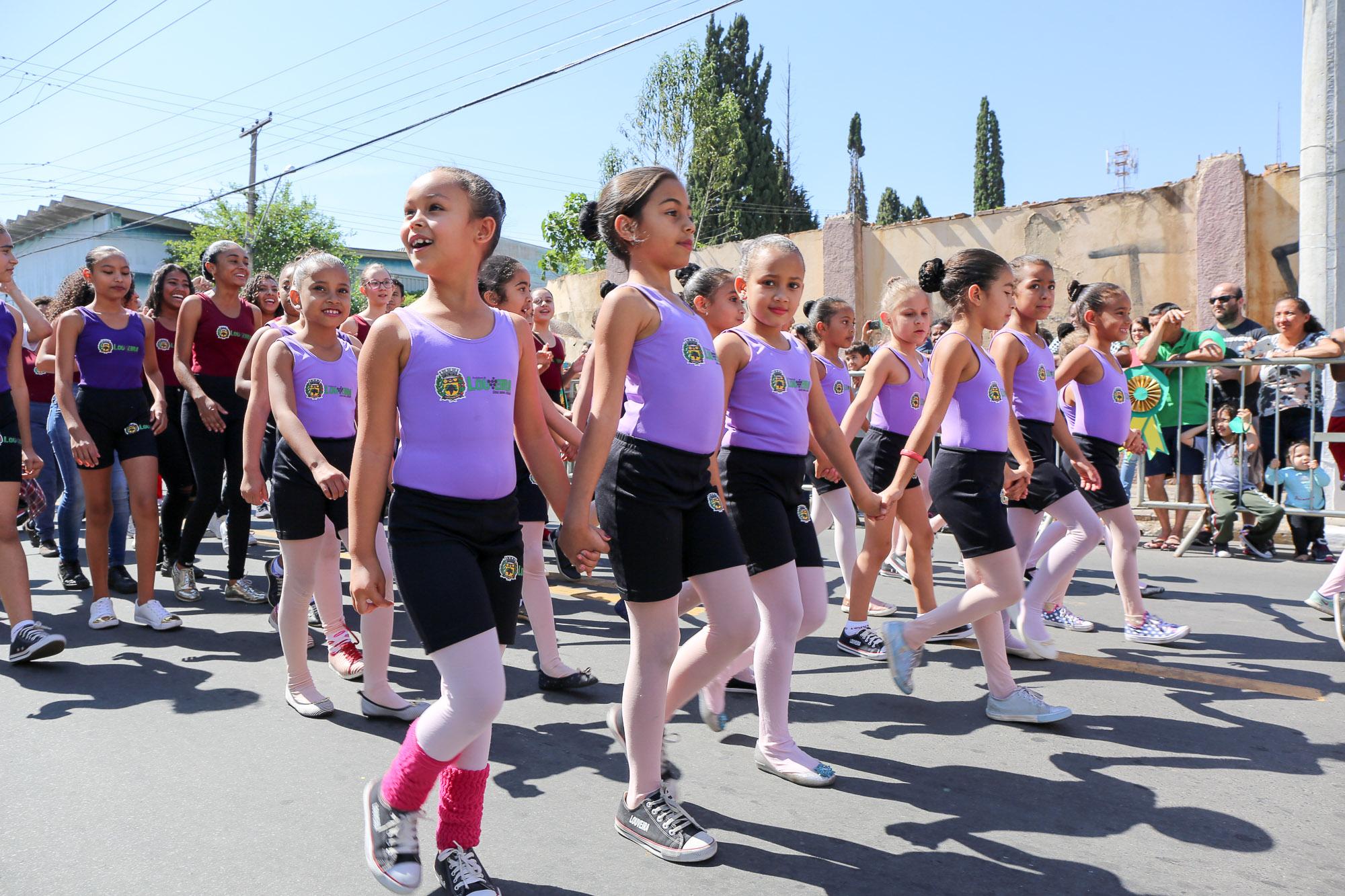 noticia Desfile de 7 de setembro movimentou Louveira.