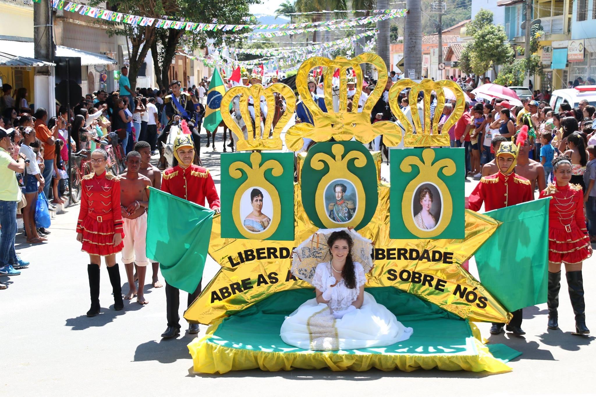 noticia Polícia Militar e EE João Ferreira de Oliveira roubam cena no desfile de sete de setembro em Poté, MG.