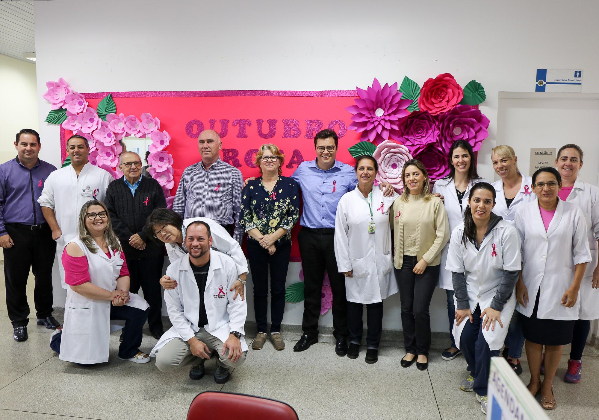 """noticia Ações da Secretaria de Saúde de Louveira alertam para câncer de mama e de útero no mês do """"Outubro Rosa"""""""