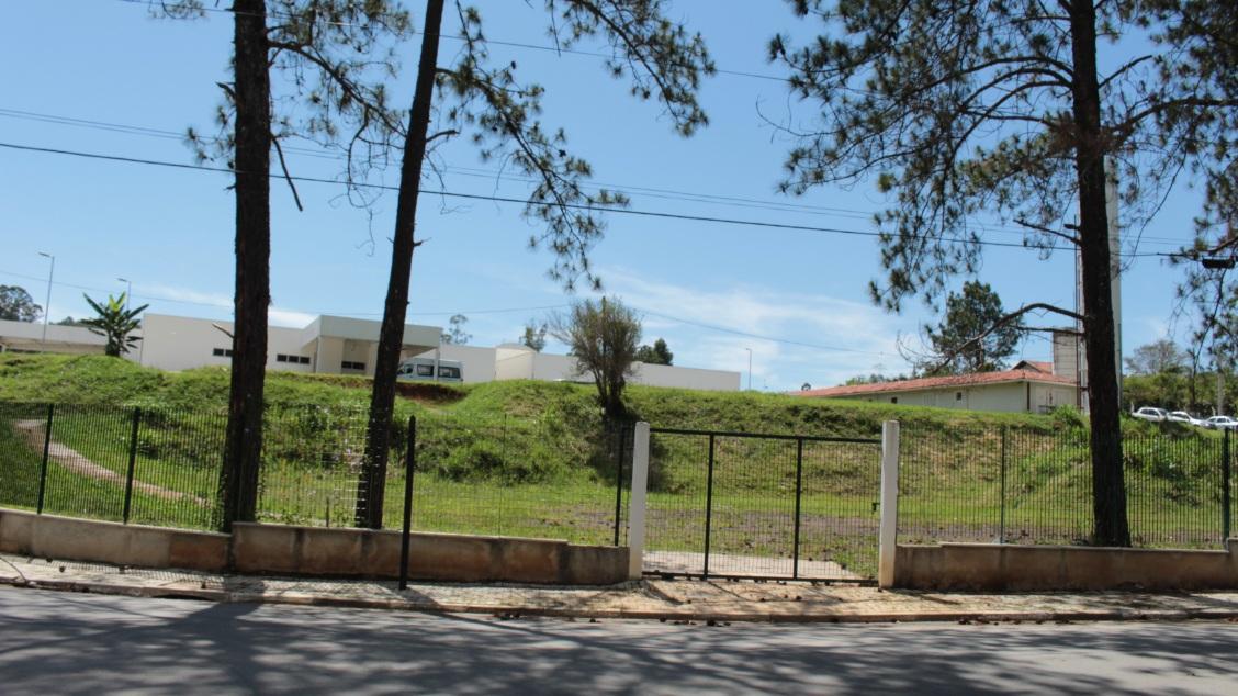 noticia  Hospital Anjo Gabriel em Mairiporã. Prédio novo fechado e sem previsão de quando irá funcionar.
